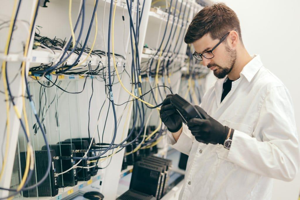 Technische Voraussetzungen und Individualisierungsmöglichkeiten der PC- und Netzwerktechnik